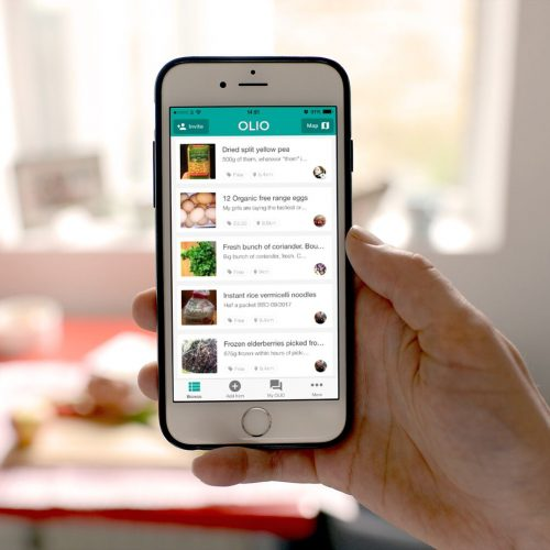 Sharing food with the olio app