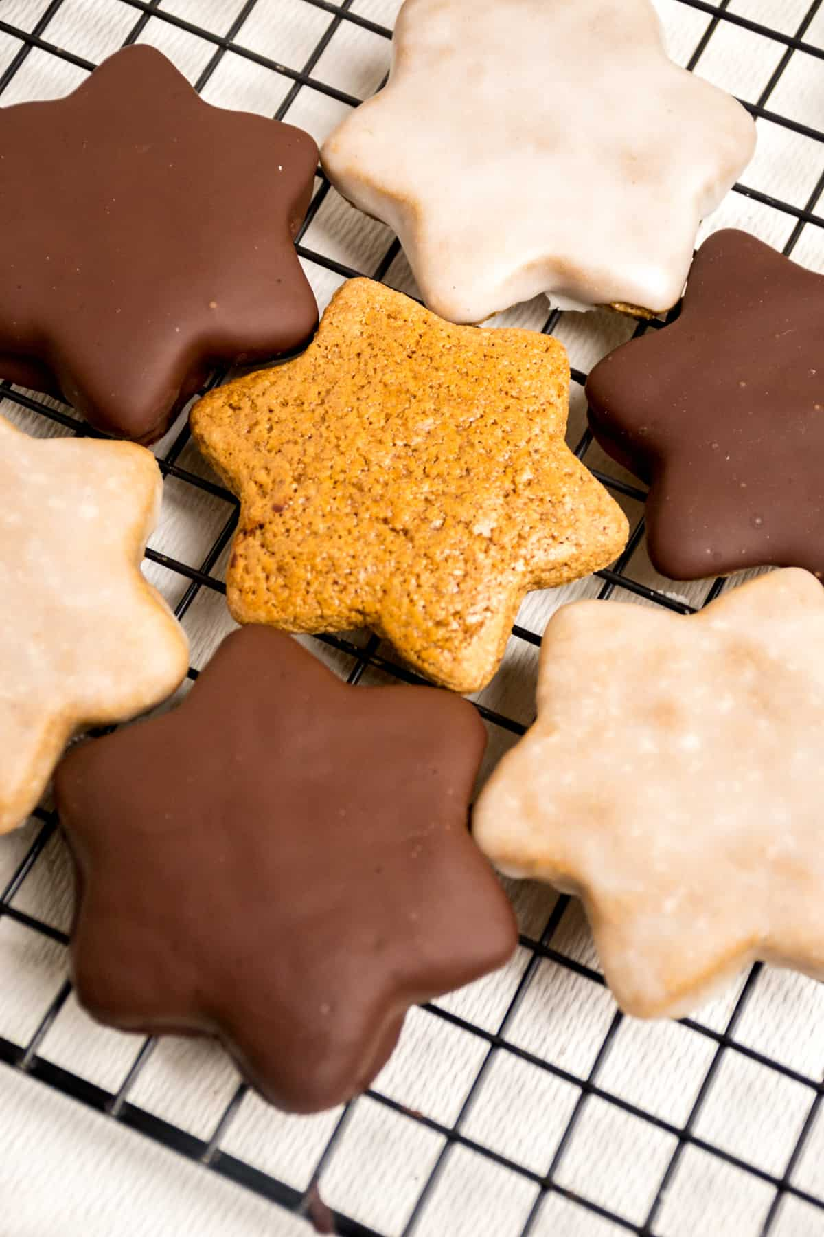 Star shaped lebkuchen, one plain, the remaing are covered in chocolate or lemon icing.
